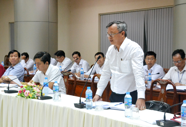 Long Thanh Secretary, Cao Tien Dung, said at the meeting that the land must be restored once.
