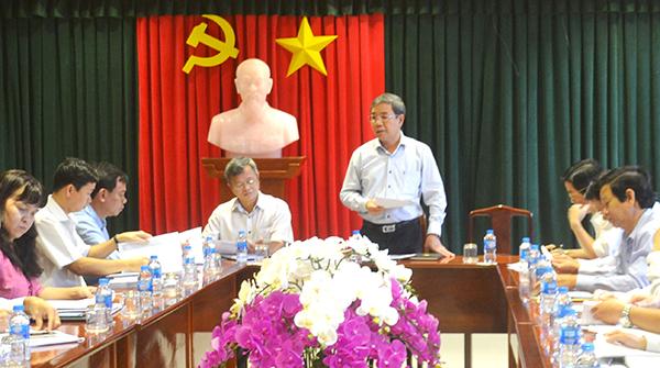 Phó chủ tịch UBND tỉnh Nguyễn Quốc Hùng chủ trì buổi làm việc.