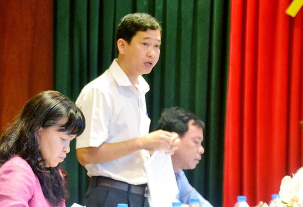 Phó Chủ tịch UBND huyện Long Thành Nguyễn Tấn Hưng báo cáo tình hình triển khai công tác giải phóng mặt bằng Cảng hàng không quốc tế Long Thành